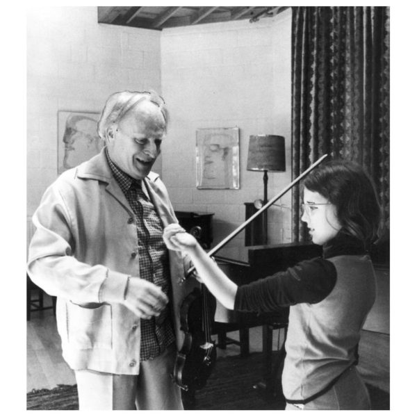 Menuhin teaching an eleven-year-old Tasmin Little at his eponymous school in 1977